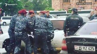 Ոստիկանները կոտրել են ցուցարարների մեքենաները