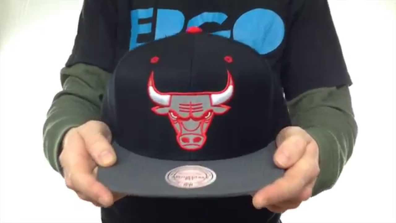 0725c3b9d9c Bulls  3M XL-LOGO SNAPBACK  Black-Grey Hat by Mitchell   Ness - YouTube