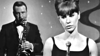 Fly me to the moon By  Astrud Gilberto
