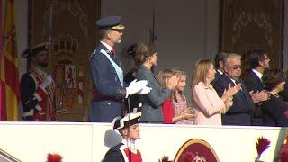 Los Reyes presiden el desfile del Día de la Hispanidad