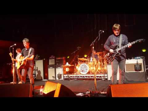 Noel Gallagher's High Flying Birds - Half The World Away @ Copenhagen 2016 *HD*
