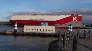 Япония. Грузовое судно для перевозки авто и  железнодорожных вагонов в порту Йокогамы(В Японии было продемонстрировано новое крупнотоннажное грузовое судно, отвечающее строгим требованиям..., 2016-02-14T04:59:53.000Z)