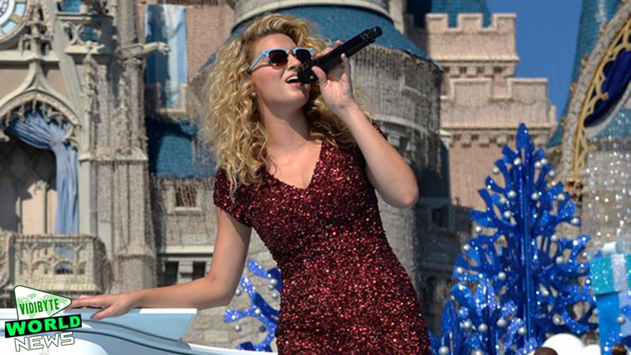 Tori Kelly Performs Winter Wonderland at Disney Christmas Parade ...