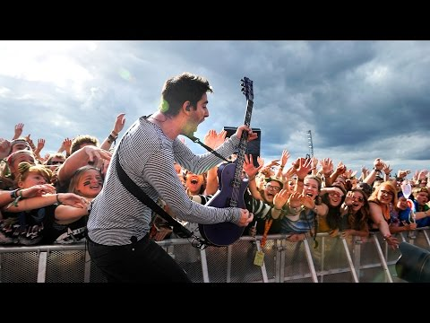 All Time Low - Time Bomb (Reading 2015)
