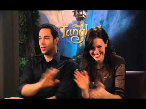 mandy moore dating zachary levi