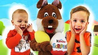 Kinder Surprise (Киндер Сюрприз) - дети ищут огромные яйца с сюрпризами