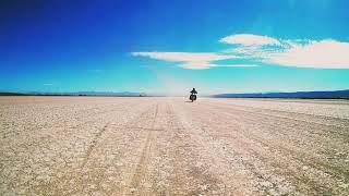 Rodando en el desierto y sonid…