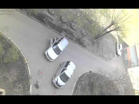 Приора бьет парковочный барьер))))