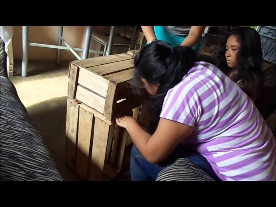 Mesas de madera con cajas reciclables youtube for Mesas esquineras de madera