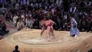 遠藤vs 北太樹の取組。2014大相撲九州場所11日目。現地オリジナル撮影。...