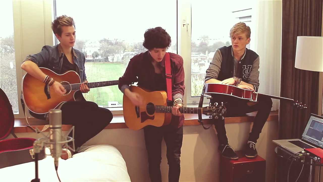 Kiss You - One Direction (Cover By The Vamps) - YouTube