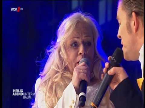 Toni Willé (Lead-Sängerin von Pussycat) mit 'Last Christmas'