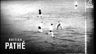 Holland Draw With England 1-1 In Football International (1964)