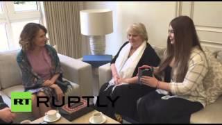 أقوى فتاة في العالم تلتقي زوجة الرئيس السوري (فيديو)