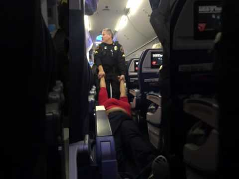RenesPoints.com - Woman dragged off a Delta jet in DTW Detroit