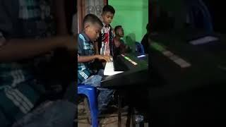 Deni Tunliu dan Epi...2 bocah cilik Dr TTS yg pux talenta Musik yg luar biasa