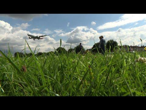 Aviation geeks flock to Heathrow's plane spotting paradise