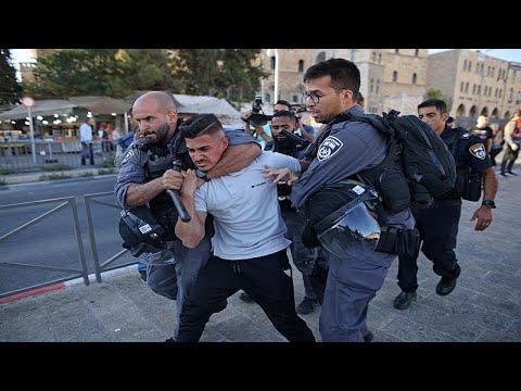 شاهد: الشرطة الإسرائيلية تقمع متظاهرين فلسطينيين في البلدة القديمة بالقدس…  - 16:54-2021 / 6 / 18