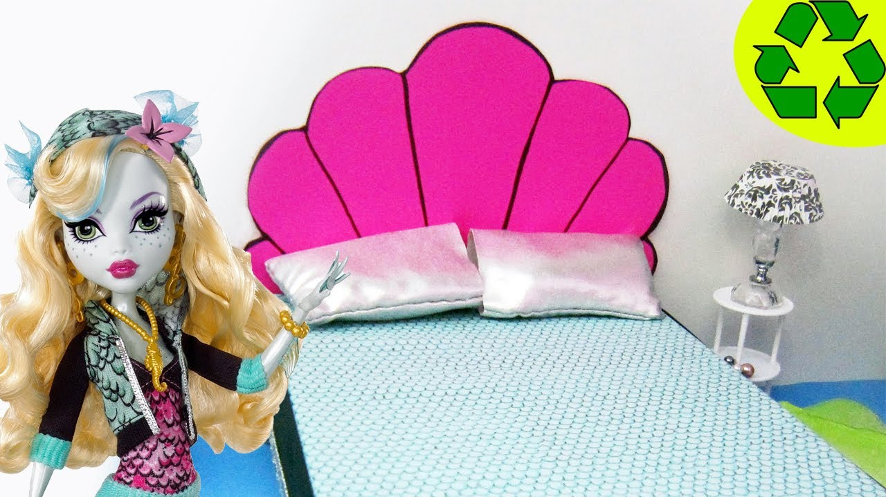 C mo hacer la cama de lagoona blue manualidades de - Camas monster high ...