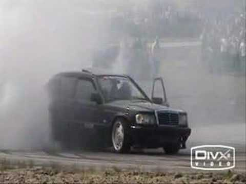 Mercedes Benz 190 Drifting