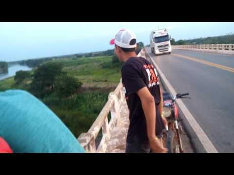 Vídeo da galera pulando da ponte do rio Grajaú-MA.