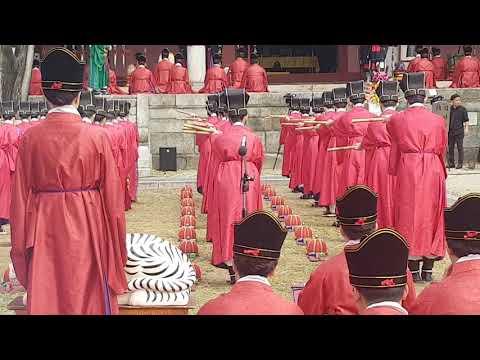 공자탄신 2570주년 석전제에서 팔일무(八佾舞)
