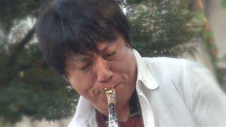 青山学院同窓祭で開催されたプロストリートサックスプレイヤーの中村健...