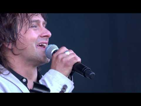 Mike + The Mechanics - Living Years - Live at The Isle of Wight Festival 2016