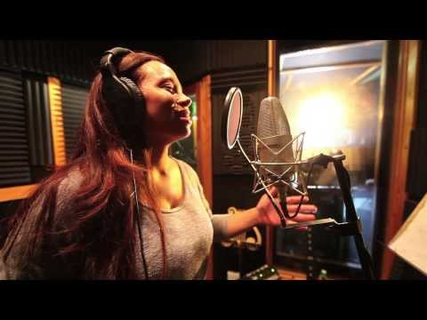 Amazing vocalist shocks a group of musicians in the studio...