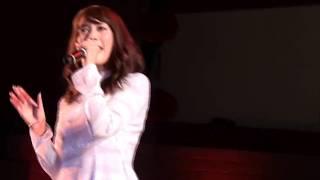 ベトナムフェスティバル2013 1日目(9/14)のフォンチーのライブです 8/...