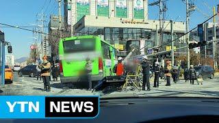 서울 창동 교차로서 시내버스와 승용차 충돌...13명 …