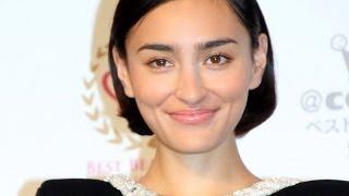 タレントのローラさんが5日、今年最も美しく輝いた女性に贈られる「2013...