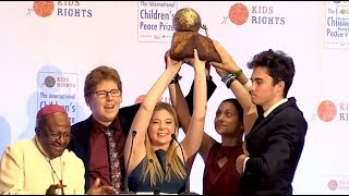 Desmond Tutu awards prize to US school shooting survivors