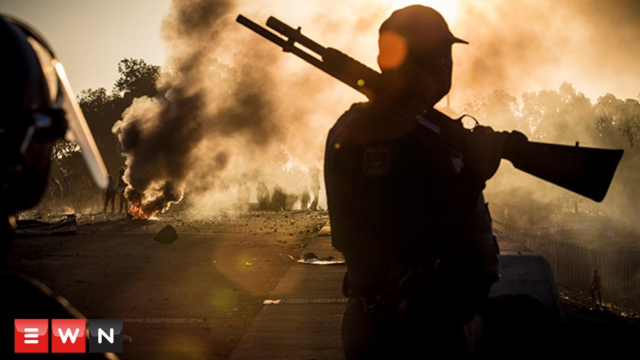 Mayhem in Meyerton, South Africa as police and protesters clash violently