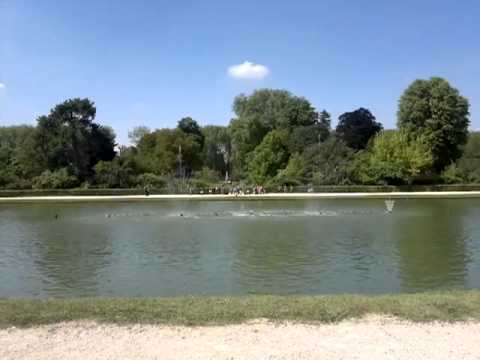 Versailles  Fontaine musicale court
