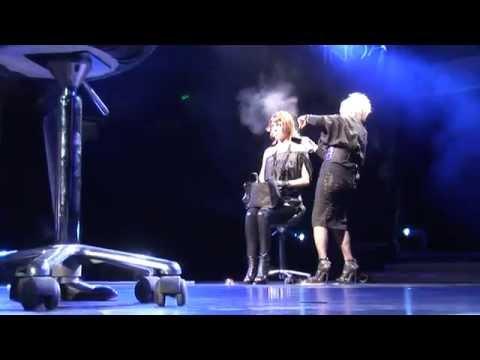 Az elmúlt évek kedvenc rendezvényvideója. Kihívást jelentett, hogy még a színpadon lassan történtek a frizurakreációk készítései, a videóban pörgősen és látványosan kellett bemutatni.