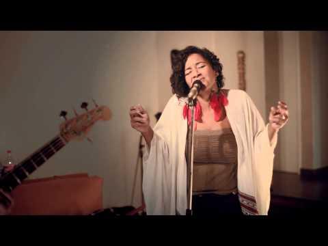 Maia Lekow - Uko Wapi (Lounge Room Sessions)