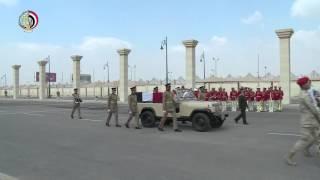 بالفيديو.. وزير الدفاع يتقدم الجنازة العسكرية لقائد الكتيبة 101