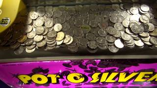 Coin Pusher Hack - Coin Caught on a Lip! | Coin Pusher | Matt3756