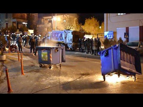 اشتباكات في الجزر اليونانية بين الشرطة ومحتجين ضد بناء مخيمات للاجئين…  - 14:00-2020 / 2 / 25