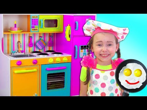 Alice Pretend Princess & playing in Restaurant with Kitchen Toys