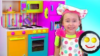 Alice Pretend Princess & playing in Restaurant with Kitchen Toys thumbnail