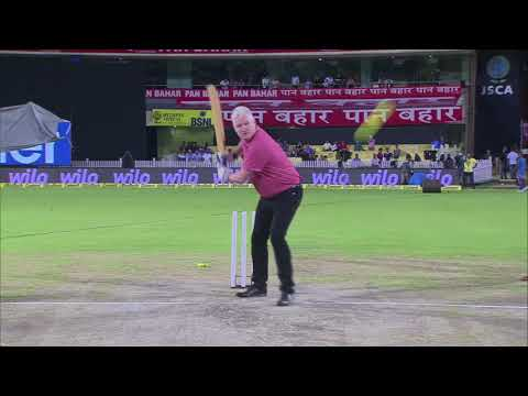 #NerolacCricketLive: Commentators' Face-off with Helicopter Shots