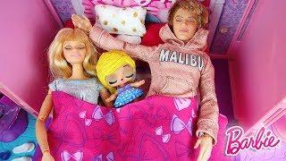Barbie Doll Family LOL Surprise Baby Morning Routine - Holidays at the Beach Poupée à la plage