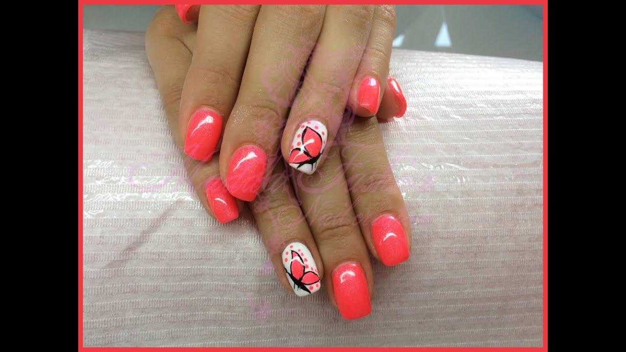 Nail Art , monocolore neon corallo e bianco con farfalla