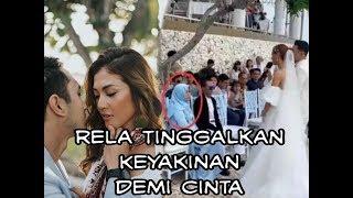 Sosok Ibu Berjilbab Menyaksikan Putrinya Mezty Mez Menikah Secara Pemberkatan
