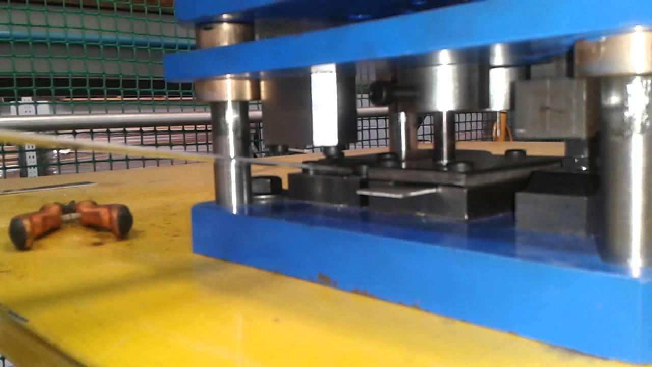 Troqueladora manual para perforado y doblado de pletinas - Pletinas de hierro ...