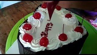 Download Video Blackforest Cake Simple - Cara menghias blackforest cake simple MP3 3GP MP4