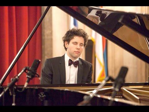 Aljoša Jurinić / L. van Beethoven: Sonata No. 13 in E flat major, Op. 27, No. 1