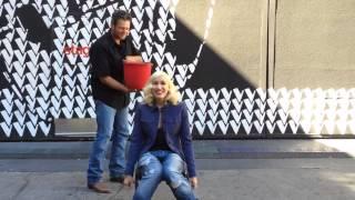Gwen Stefani Accepting Blake Shelton's ALS Ice Bucket Challenge 16/8/2014